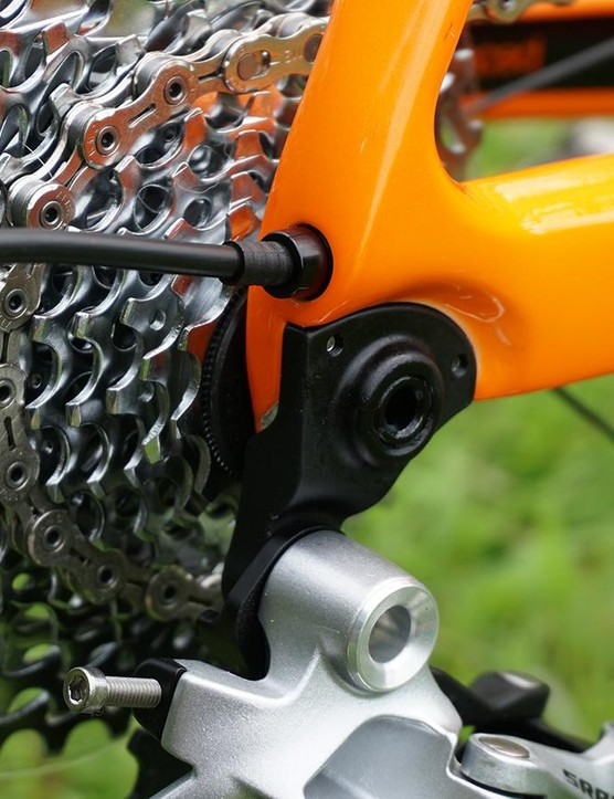 The rear derailleur hanger is positioned on the outside of the frame (much like the Cannondale SuperX)