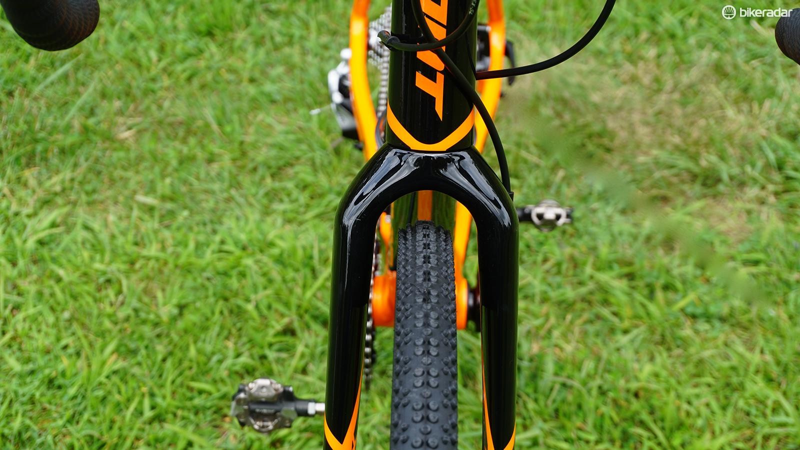 Those 33mm Schwalbe X-One tires have plenty of room to breathe up front