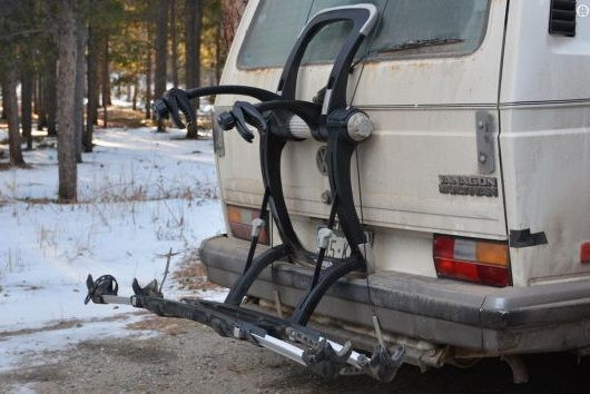 Thule's Raceway Platform Pro 2 is a trunk rack doing its best impersonation of a hitch rack