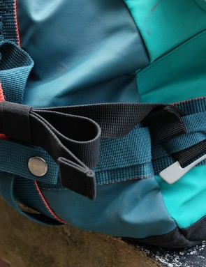 The shoulder straps can be easily adjusted or removed