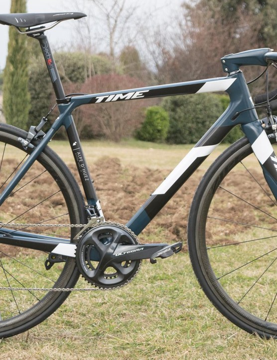 The Alpe d'Huez 21 isn't quite as light or stiff as the 01, but the frameset is €2,000 cheaper