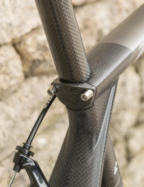 The 01s clamp the seatpost against the end of the top tobe