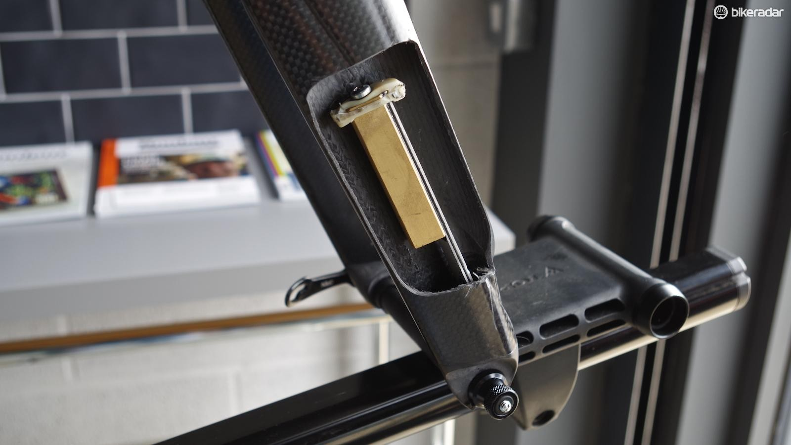 Time's Aktiv fork incorporates a tuned mass damper to absorb road vibrations