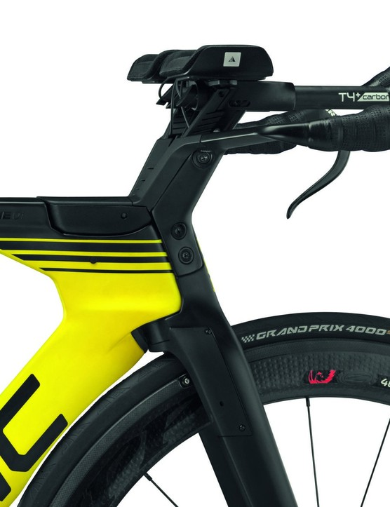 Here's a closer view of that V-Cockpit, designed to give triathletes a higher, more compliant position