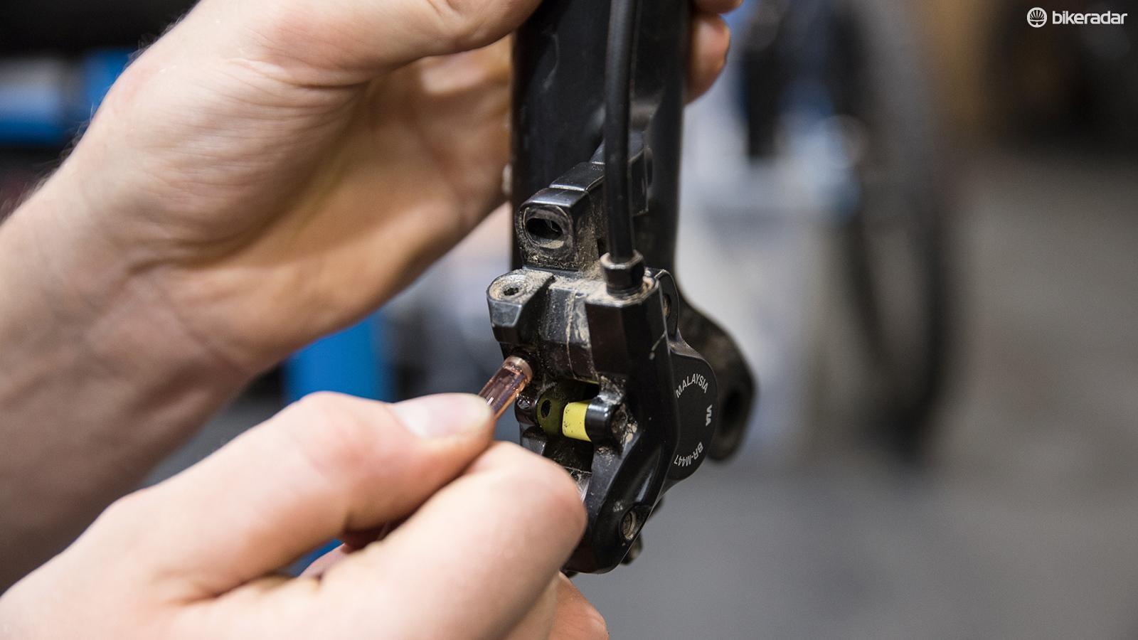 tips-for-bleeding-shimano-brake-03-1519948261055-ovwru7v19vok-1535015236452-17tifvmn5z2wc-9a50039
