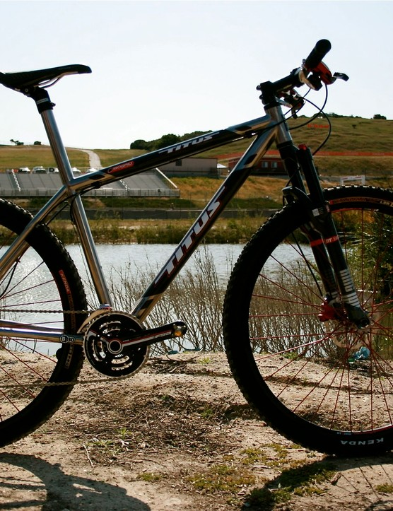 Spy shot! Titus titanium/carbon hardtail, with BB30.