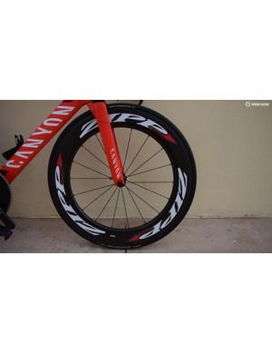 Underneath the Katusha-Alpecin decals on the Zipp wheels, Martin's rainbow stripes from last season remain