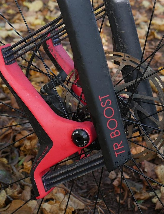 The strong yet light monocoque fork delivers 60mm of travel