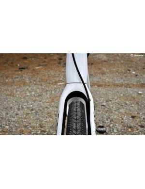 The fork has plenty of space — again, a 37.2mm wide tire with enough room for mud