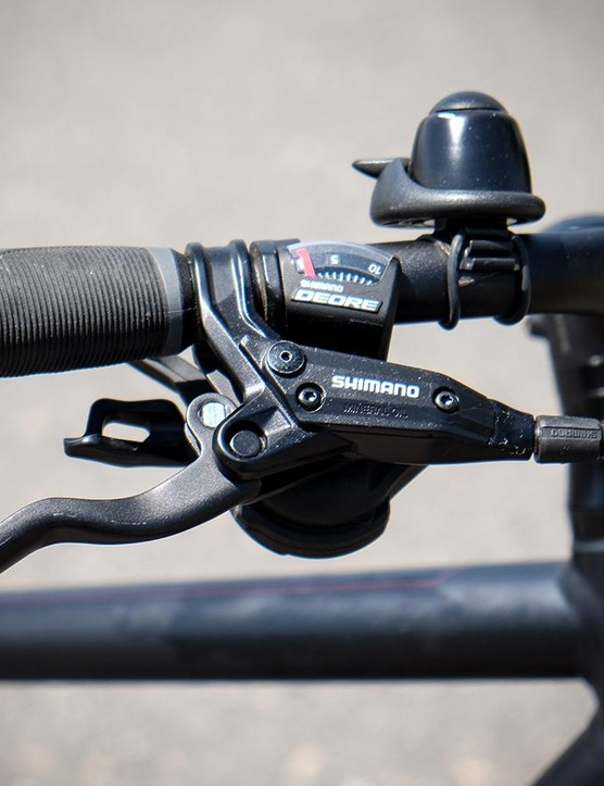 Shimano hydraulic disc brakes bring the XM700+ to a stop