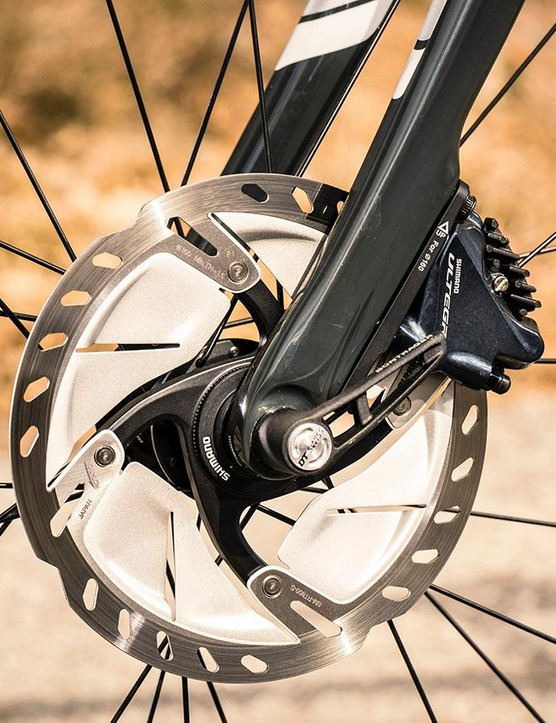 Flat mounted Shimano Ultegra hydraulic disc brakes provide subtle modulated speed control