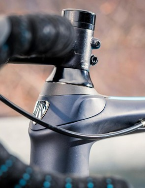 Bontrager's cockpit has a vibration-reducing alloy bar
