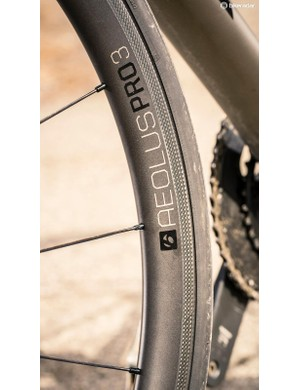 Bontrager Aeolus Pro 3 tubeless ready wheels with 25mm R2 Hard Case Lite tyres