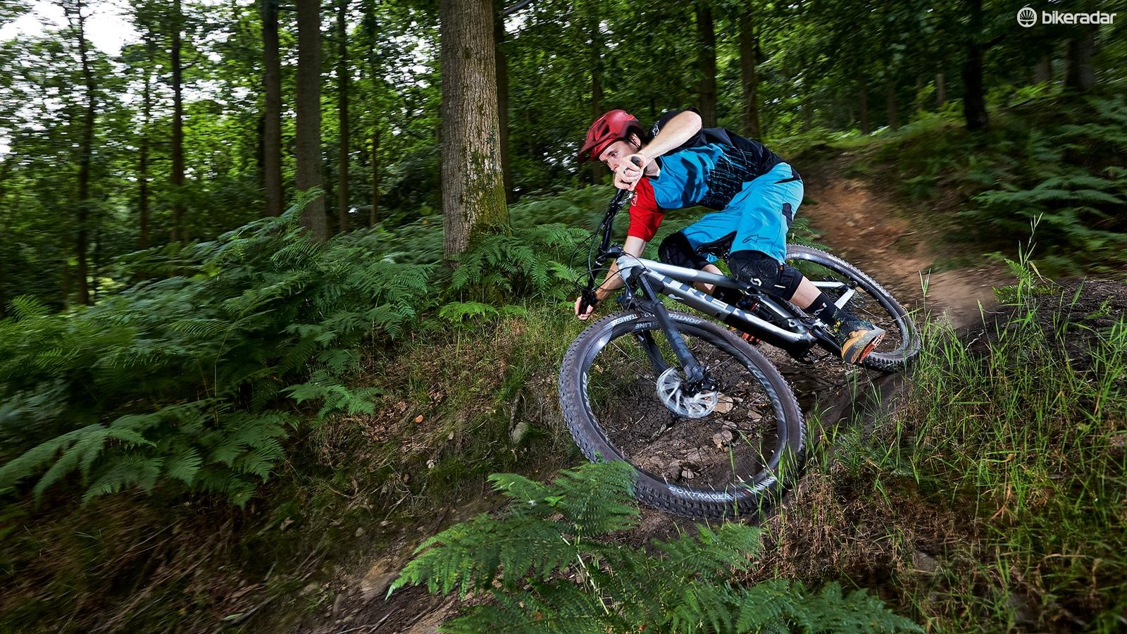 A bigger negative chamber is fitted into a smaller air can on the 2018 Fox DPS shock for a super-plush start, but Trek's 'RE:aktiv' valving still ensures efficient pedalling support