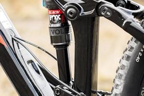 The RE:aktiv valve makes all settings on the Fox Float EVOL rear shock feel plush