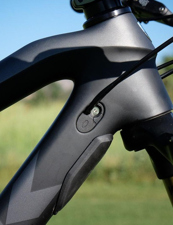The kinked top tube and straight downtube are said to bolder stiffness, but require a special headset and bumpers to ensure the fork crown doesn't impact the downtube