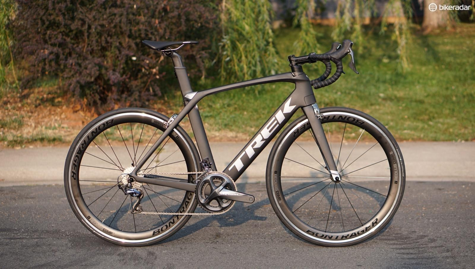 The Trek Madone 9.0 is the most inexpensive aero bike in the range, with a separate handlebar instead of the integrated bar/stem cockpit that comes on the higher-end models