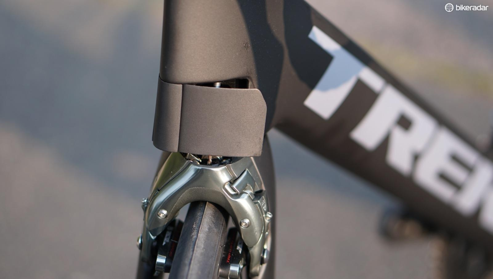 The head tube has cuckoo-clock-like panels that hide the upper portion of the integrated caliper