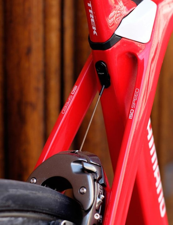 The decoupled IsoSpeed seatpost is concealed within an outer aero housing