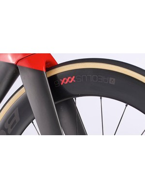 The Aeolus XXX 6 wheels are shod in Bontrager's equally impressive R4 tyres