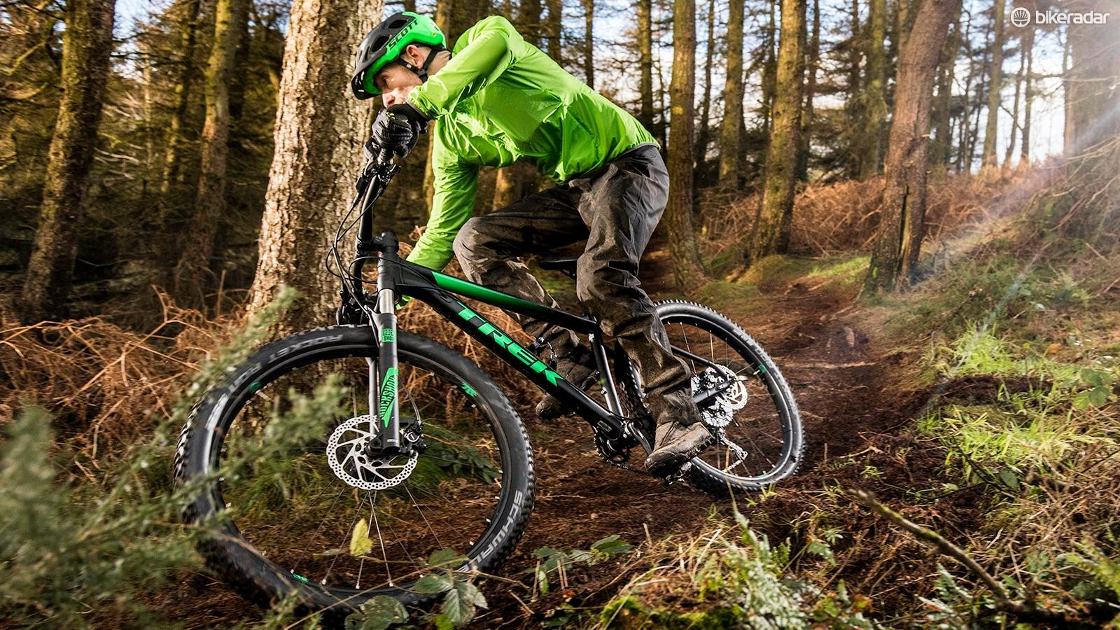 The Roscoe's plus tyres boost grip and comfort, and make it a real giggle on intermediate trails