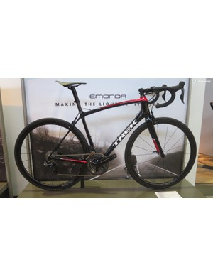 The SLR9 is priced at £8,000 with Dura-Ace Di2, Speed Stop brakes, and Aeolus 3 TLR carbon clinchers