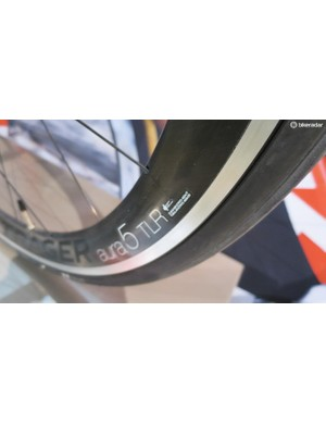 For your money you get deep section Aura5 tubeless-ready carbon/alu wheels