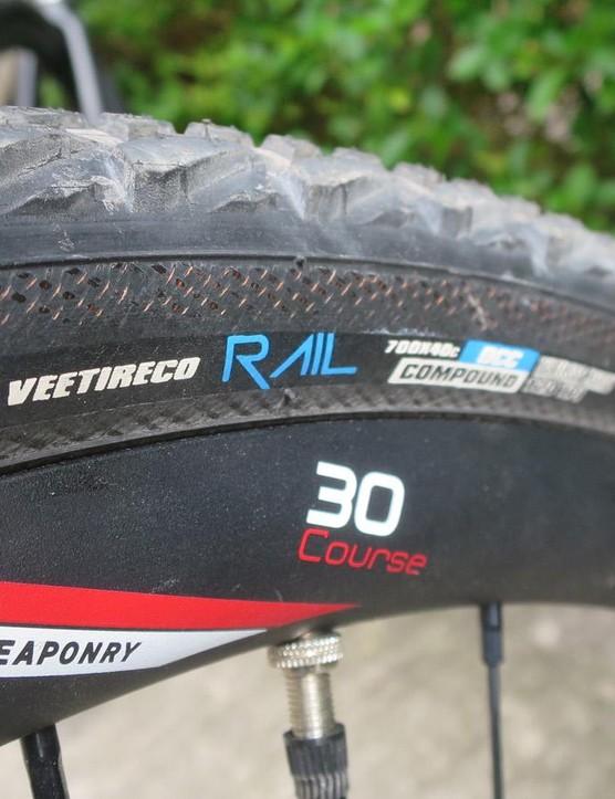 Alloy Zipp 30 disc wheels and Vee's new 40c Rail tyres complete the build