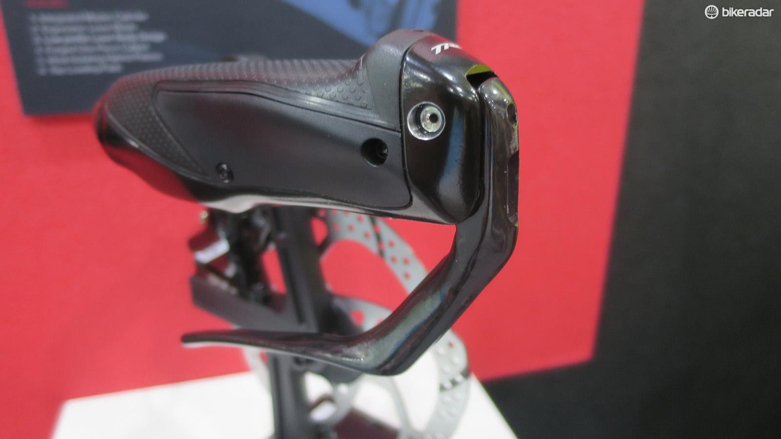 The lever is ergo-shaped and the soft-touch textured grip hides the master cyclinder underneath its rubber