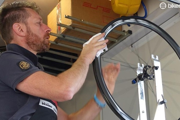 Here's our step-by-step guide to gluing a tubular tyre, with pro bike mechanic Moreno Bacchion