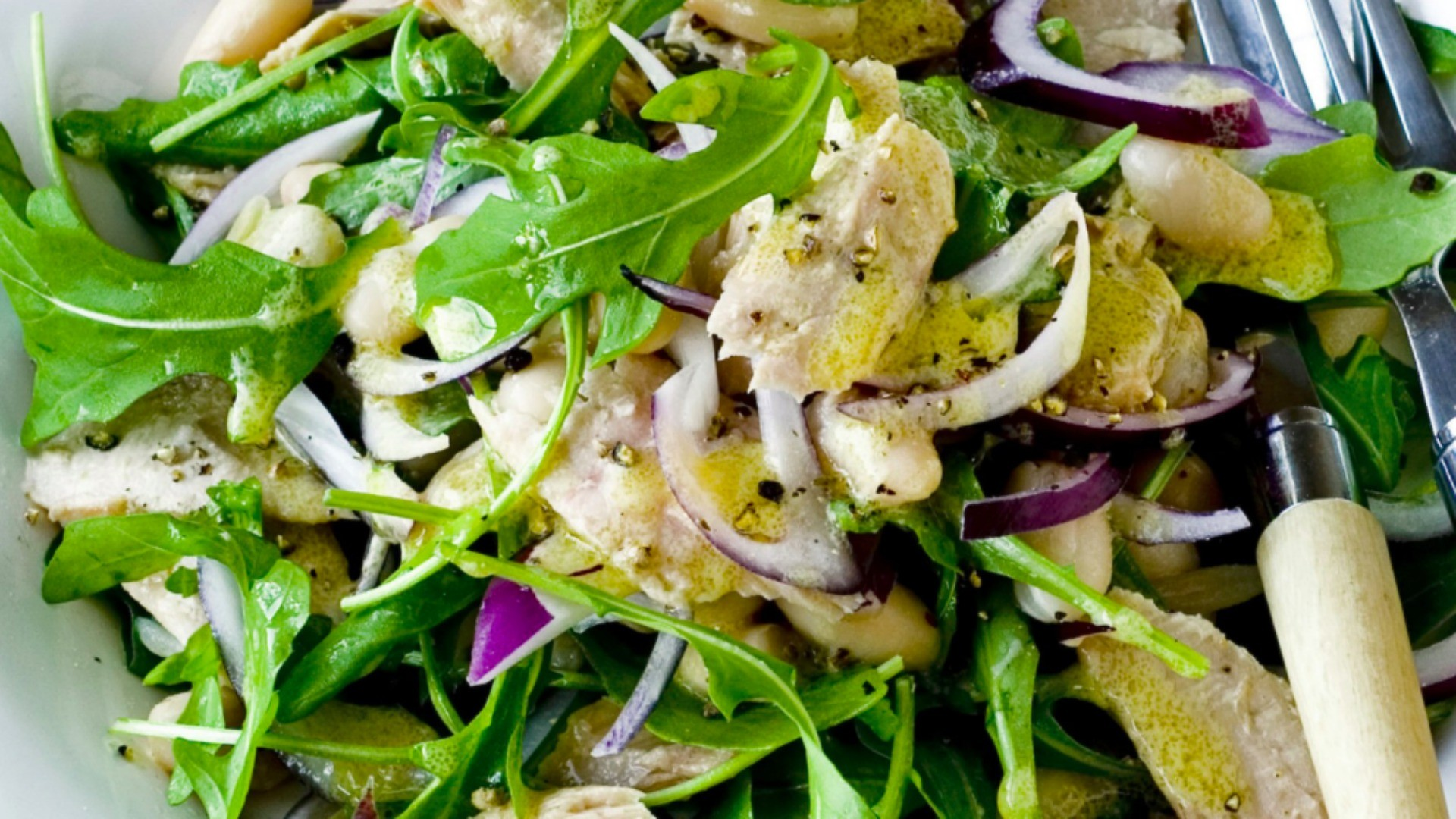 The perfect protein-rich salad for warm summer evenings