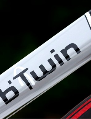 6061 aluminium tubing,with carbon fibre seatstays moulded into a wishbone pattern