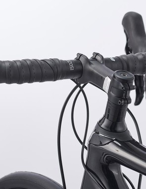 An alloy Bontrager Pro stem and Elite IsoZone VR-SF handlebars form the basis of the cockpit