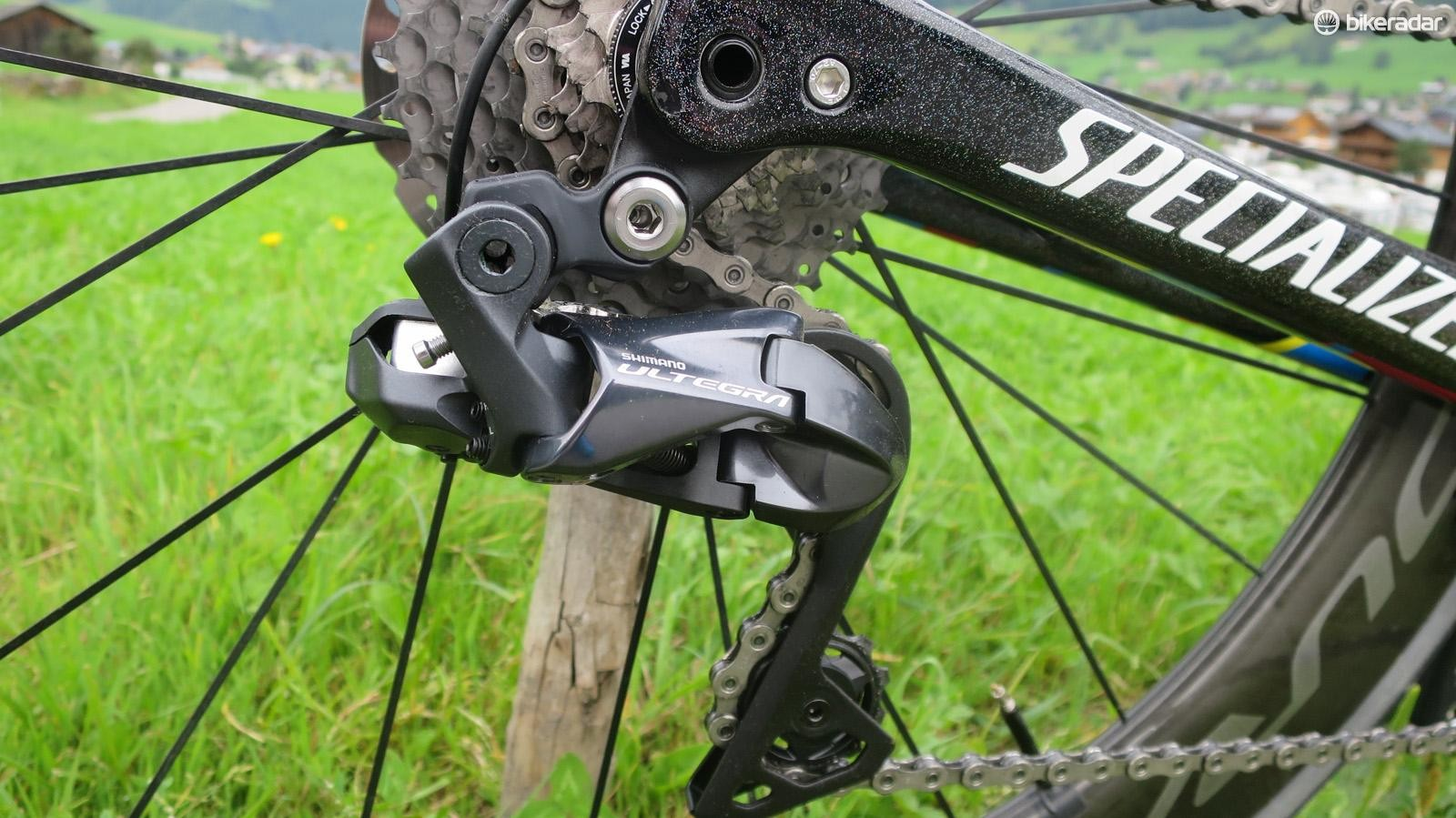 The new Ultegra Di2 rear mech looks pretty much identical to Dura-Ace, save for the alloy cage in place of carbon