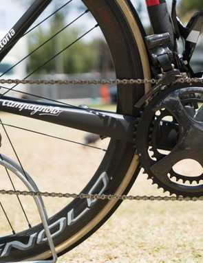 The bike is built around Campagnolo's unreleased EPS version of its new 12-speed Super Record groupset