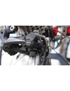 The 'clutch' is an on/off switch that flips between normal and high spring tension, much like Shimano's Shadow Plus mountain-bike design