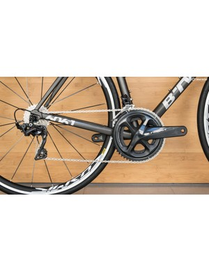 I think the latest Ultegra cranks look very sharp on this frame