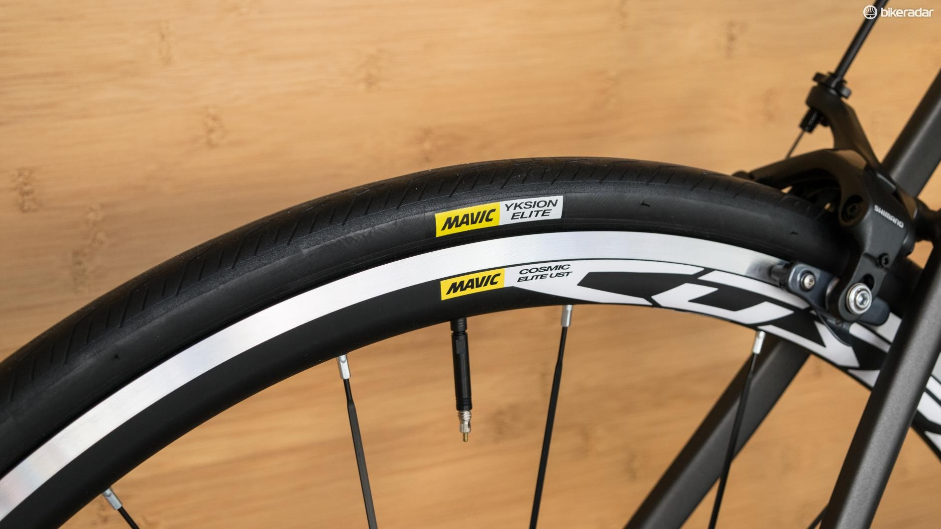 Mavic's Cosmic Elites aren't super-light but they're a welcome sight on such an affordable bike