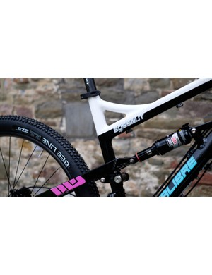 130mm of rear suspension is provided by a Rockshox Monarch shock