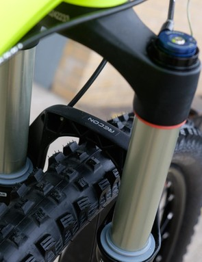The 120mm Recon Gold TK fork gets a tapered steerer, 15mm Maxle and PopLoc remote lockout as standard