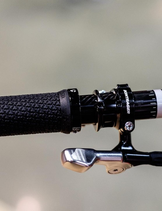 The cable-actuated Drop-Line dropper post uses a lever that imitates that of a front derailleur