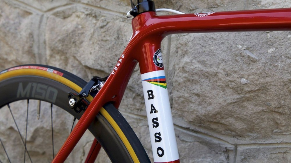 The small logo on the seatstay is even in the same spot as it was on the retro steel frame