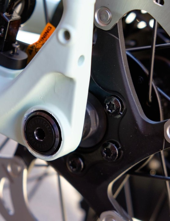 The 142x12mm rear end can accept 650b wheels if necessary