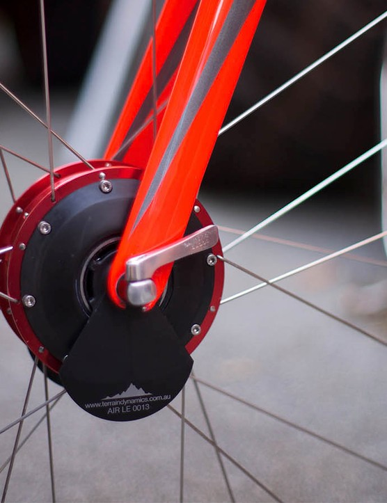 Weighing in at 1.5kg the Airhub only comes as a complete wheel at the moment