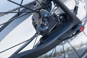 A sliding brake mount ensures that the chainstay adjustment does not interrupt braking