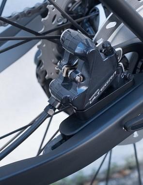 A sliding brake mount ensures that the chainstay adjustment does not interrupt braking