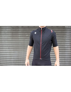 From Castelli's sister brand Sportful the Fiandre WS LRR Jacket SS is lightweight and has a relaxed fit