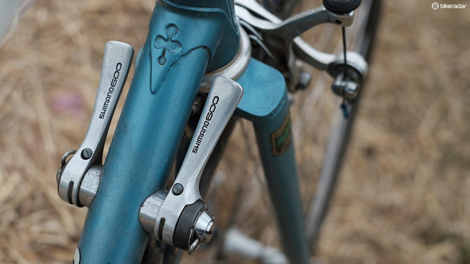 The Shimano 600 shifters can be switched between friction and indexed shifts
