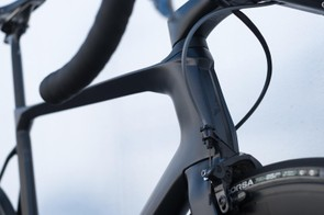 The distinctive head tube of Dare's VSR aero frame
