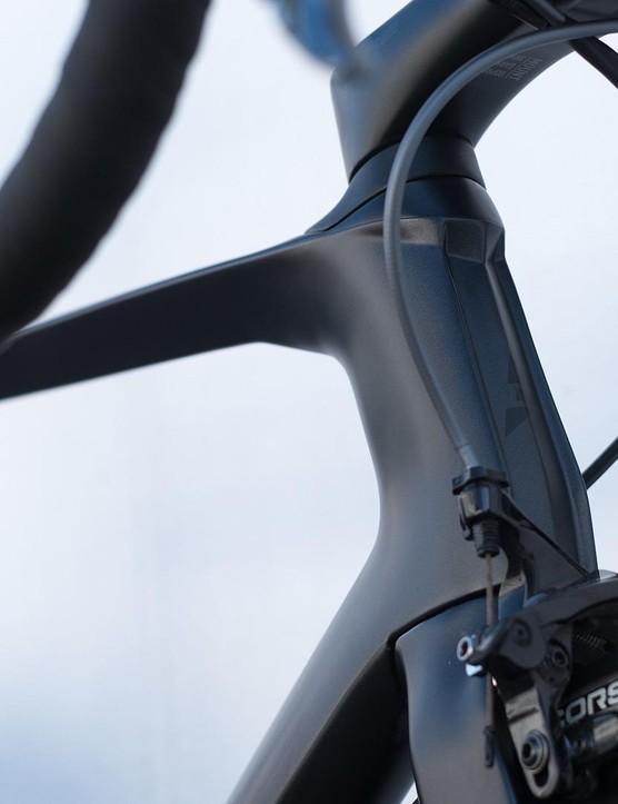 The distinctive head tube of Dare's VSR aero frame